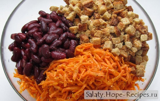 Рецепт салата из корейской моркови с фасолью и сухариками