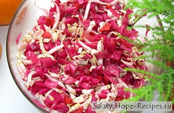 Салат из пекинской капусты с квашеными овощами