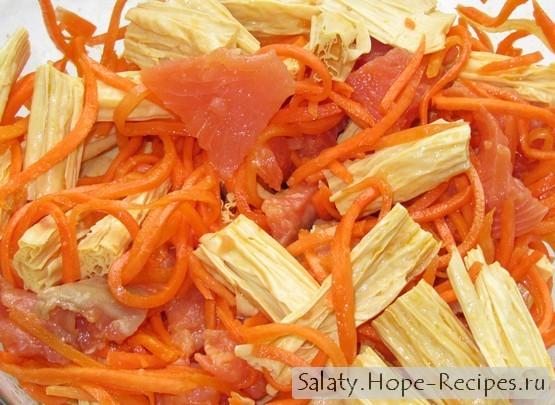 Салат со спаржей морковью и рыбой