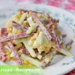 Салат зимний с копчёной колбасой соломкой