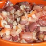 Низкокалорийный салат с фасолью и крабовыми палочками