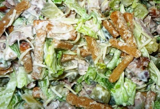 Салат с сухариками и сыром