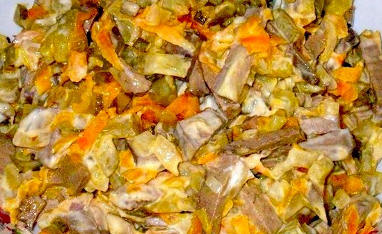 салат обжорка с грибами и курицей рецепт