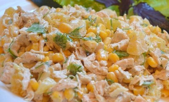 Салат с курицей кукурузой и ананасами