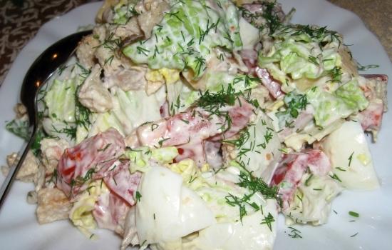 рецепты салатов из пекинской капустой с сухариками и колбасой