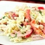 Салат с пекинской капустой курицей и кальмарами