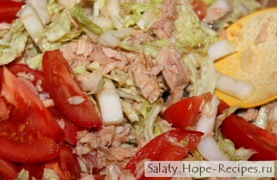 Салат из тунца консервированного с овощами