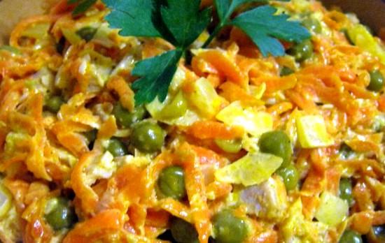 Салат из свинины с морковью и горошком