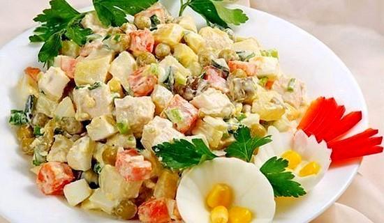 Салат с плавленным сыром и яичными блинчиками