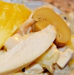 Салат с ананасом грибами и куриной грудкой