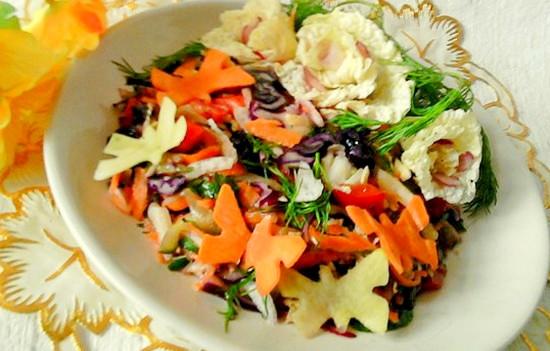 рецепт праздничного салата с капустой