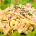 Салат с грибами курицей и омлетом