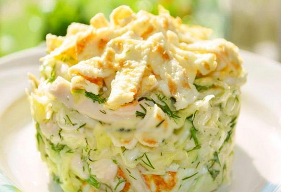 Вкусный салат с капустой и яичными блинчиками Рецепты салатов