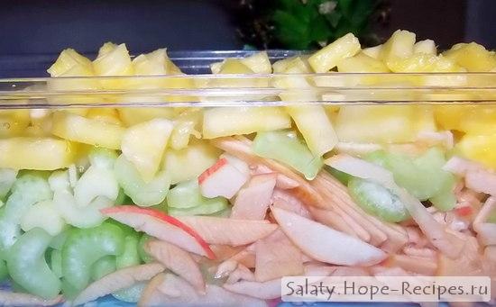Очень вкусный и сочный салат с креветками ананасом и пекинской капустой