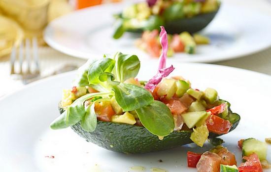 Вкусный салат из авокадо с семгой