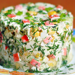 Слоеный салат с сухариками