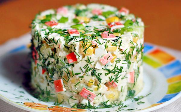 Постный салат с крабовыми палочками и апельсином