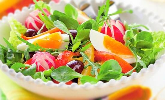 Салат с яйцами и запеченным перцем