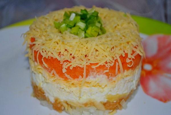 Французский салат с яблоками и морковью