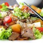Салат со свининой и ананасом