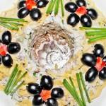 Слоеный праздничный салат Леший с курицей