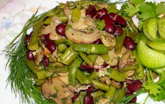 Вкусный салат из фасоли с грибами