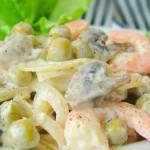 Вкусный салатик с креветками и шампиньонами