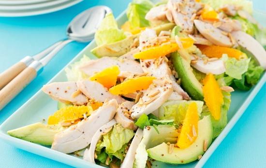 Полезный и вкусный салата с манго, курицей и авокадо