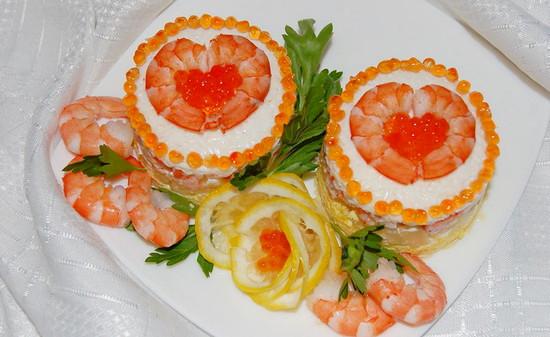 Шикарный салат с креветками и икрой