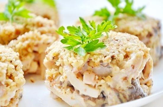 Салат с говядиной и кедровыми орешками