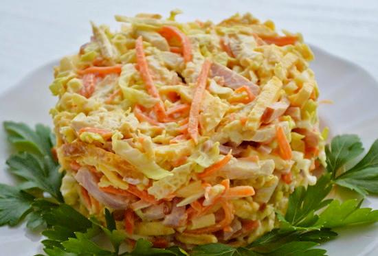 Салат с корейской морковью и яичными блинчиками