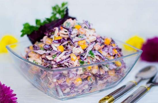 Салат с краснокочанной капустой и яйцом