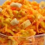 Салат с сухариками, копченой курицей и корейской морковью