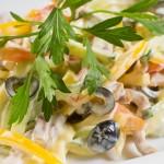 Салат с языком сыром и овощами