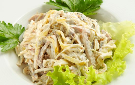 рецепты салатов с беконом и ветчиной