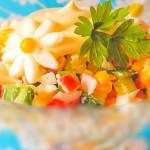 Салат с крабовыми палочками и сладким перцем