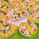Салат-закуска из крабовых палочек на чипсах