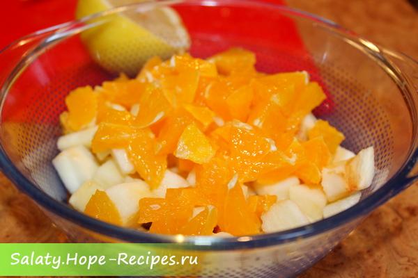 Как приготовить салат с курицей, яблоком и апельсином