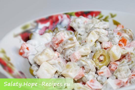 Вегетарианский рецепт салата Оливье (без мяса) с оливками