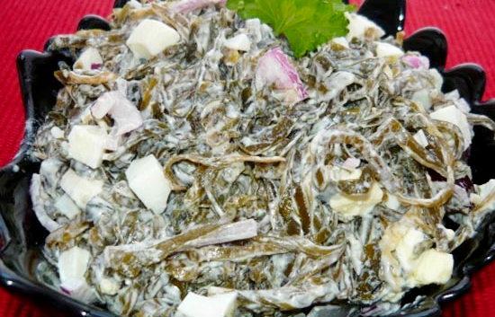 Рецепт приготовления салата с маринованной ламинарией и яйцом