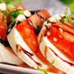 Летний салат Капрезе с арбузом