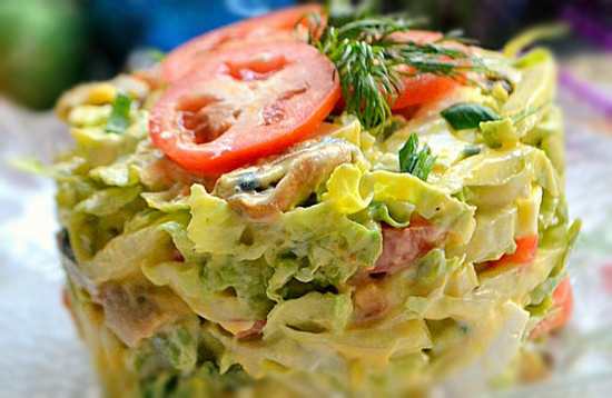 Салат с мидиями и пекинской капустой