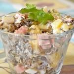 Салат с морской капустой и ветчиной