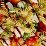 Салат Капрезе с макаронами