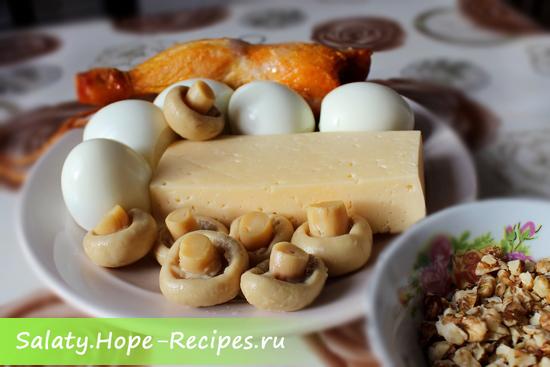 Готовим салат с копченой курицей и шампиньонами
