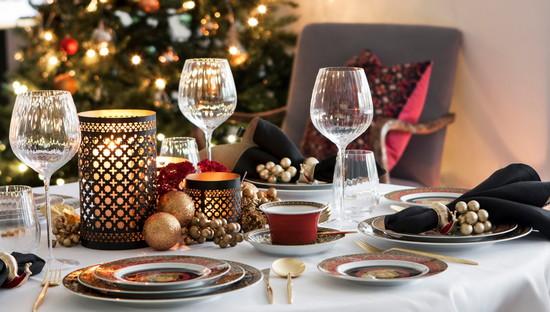 Красиво оформленный новогодний стол