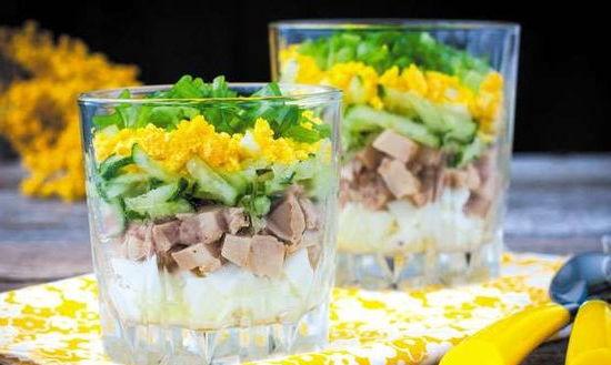 Праздничная закуска - салат в стакане
