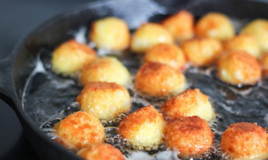 Сырные шарики во фритюре