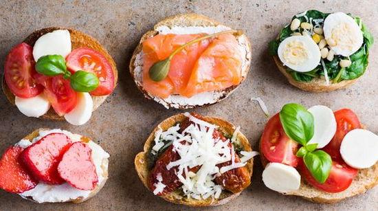 Брускетта - вкусный бутеброд с разными начинками