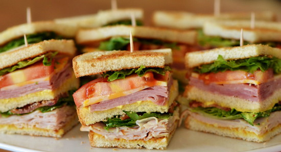 Закуска в виде сэндвичей